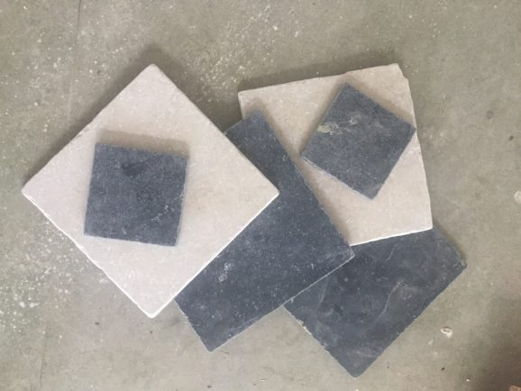 Gang en keuken vloer met getrommeld natuursteen